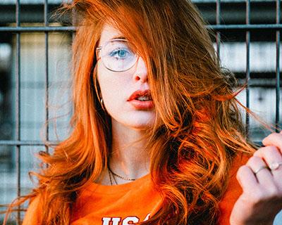 Comment bien choisir sa couleur de cheveux ?